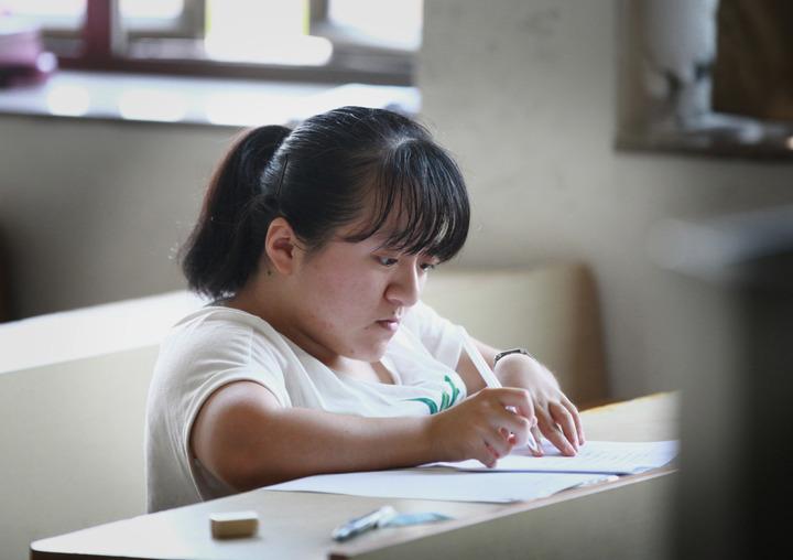 有梦就有方向:玻璃女孩白晨霞的考研梦