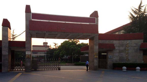上海财经大学校门-上海财经大学考研条件是什么